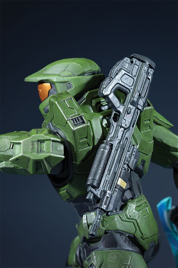 MASTER CHIEF WITH GRAPPLESHOST PVC STATUE